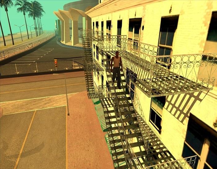 Теперь можно зайти на балконы