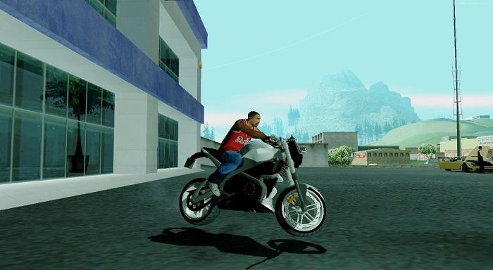 В комплекте присутствует мотоцикл