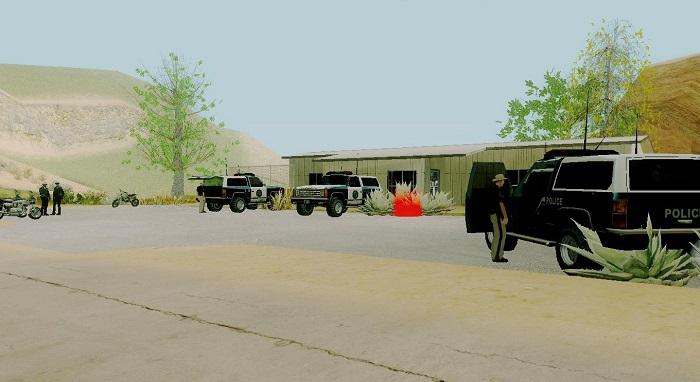 Автомобили возле сельского участка