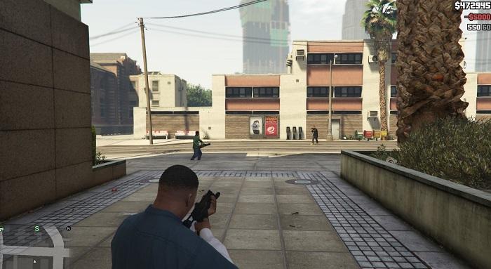 Если приблизиться, пешеходы будут атаковать игрока